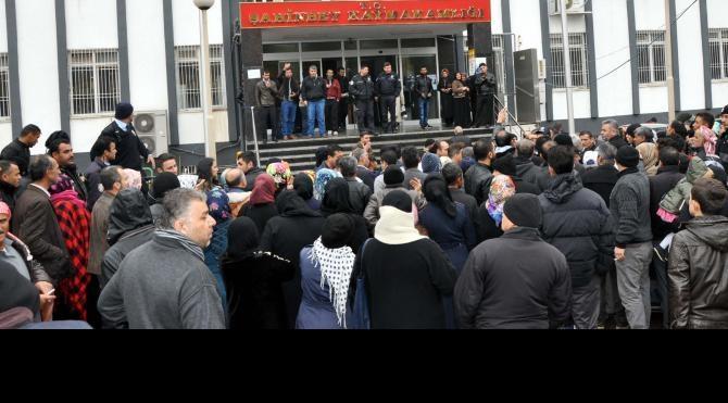 Gaziantep'te Suriyelilerin yardım izdihamı
