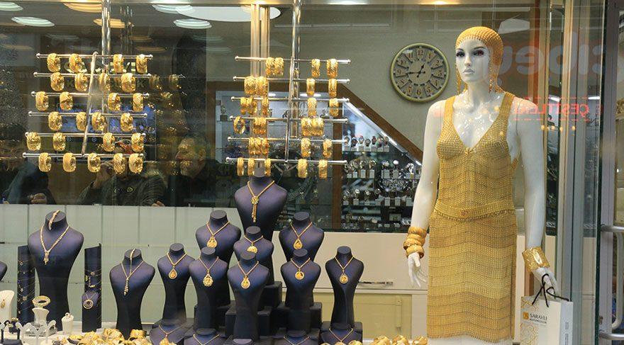 Altın elbise satıldı bile