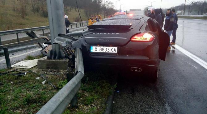 TEM'de bariyerlere çarpan otomobilin Bulgar sürücüsü öldü