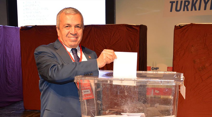 Cumhuriyet Halk Partisi Bursa İl Başkanı Sadi Özdemir, Atatürk'ün ölüm yıldönümü olan bugün tramvay hattında 'bayramınız kutlu olsun' yapıldığını öne sürdü.