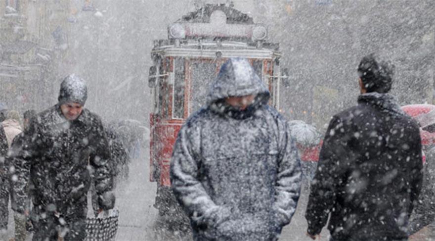 İstanbul Büyükşehir Belediyesi ekipleri 'kar' tatbikatı yaptı