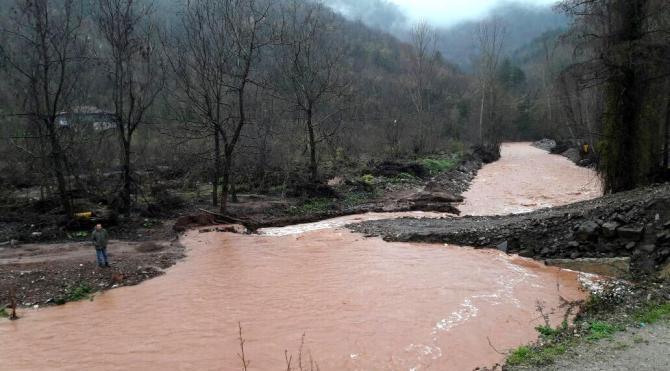Bartın'da yağmur dereleri taşırdı, 5 köy yolu ulaşıma kapandı