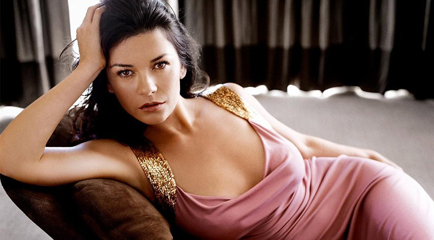 Catherine Zeta-Jones'dan seksi tatil fotoğrafı
