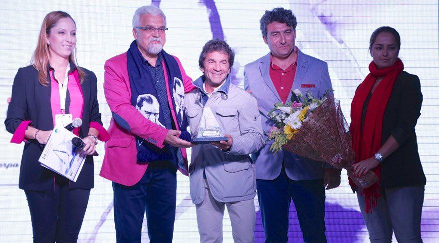 """Cem Hakko'ya """"Yelken Sporuna Destek Teşekkür Ödülü"""""""