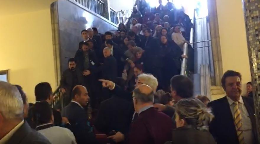 FOTO:SÖZCÜ - Kadınlar, CHP'nin grup toplantısına girmek için adeta akın etti.