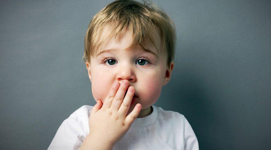 Küfreden çocuğa gülmek onu nasıl etkiler?