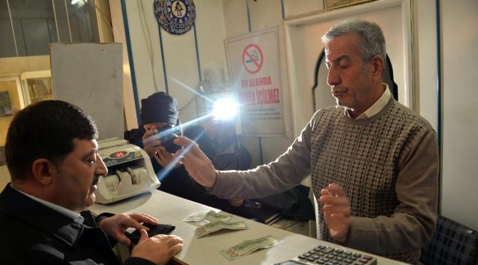 Ak Parti, Diyarbakır'da 'Dövizini Bozdur' kampanyası başlattı