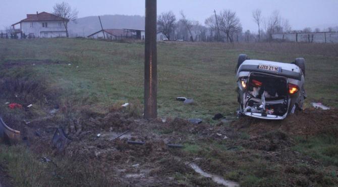 Otomobil takla attı, anne öldü, eşi ve oğlu yaralandı