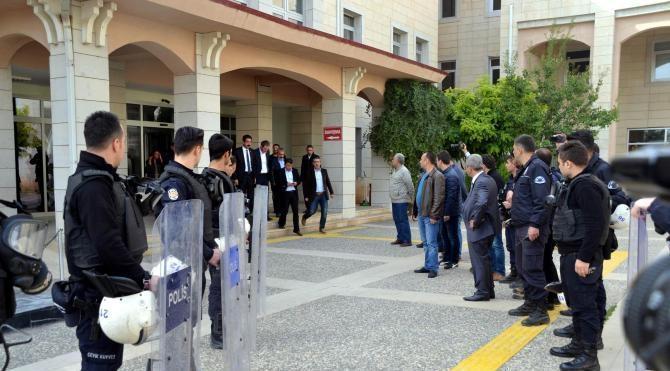PKK/KCK'dan yargılanan 31 eski kamu görevlisi ilk duruşmaya çıktı