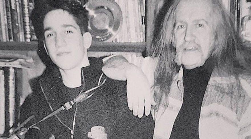 Doğukan Manço babası Barış Manço ile çekilmiş son fotoğrafını yayınladı
