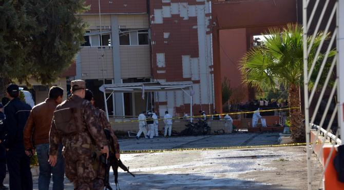 Adana Valiliği'ne bombacı kadın terörist 112 Acil üniformasıyla gelmiş