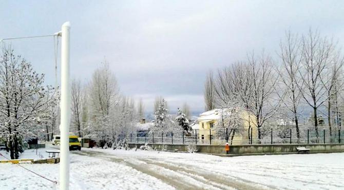 Korkuteli'ne yılın ilk karı yağdı