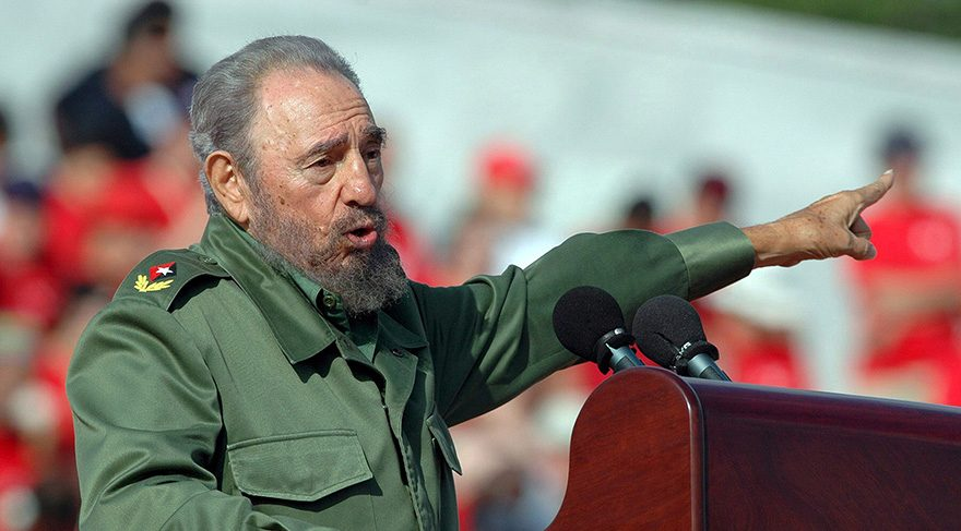 Fidel Castro'nun ölmesinin ardından ünlü isimler sosyal medyadan paylaşımda bulundu