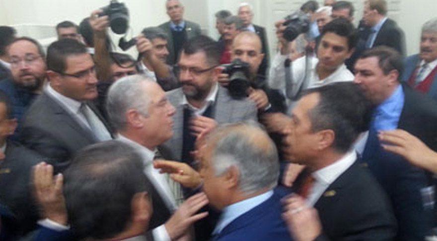 İzmir Meclisi'nde ortalık karıştı!