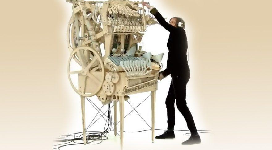 Demir bilyeli müzik makinası