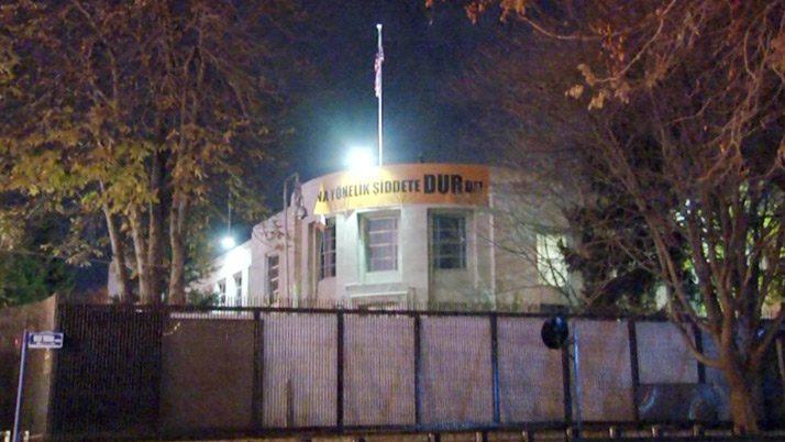 ABD Büyükelçiliği'nden anlamlı pankart!