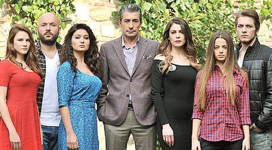 Paramparça'nın güzel oyuncusu Leyla Tanlar aşırı ilgiden utandı