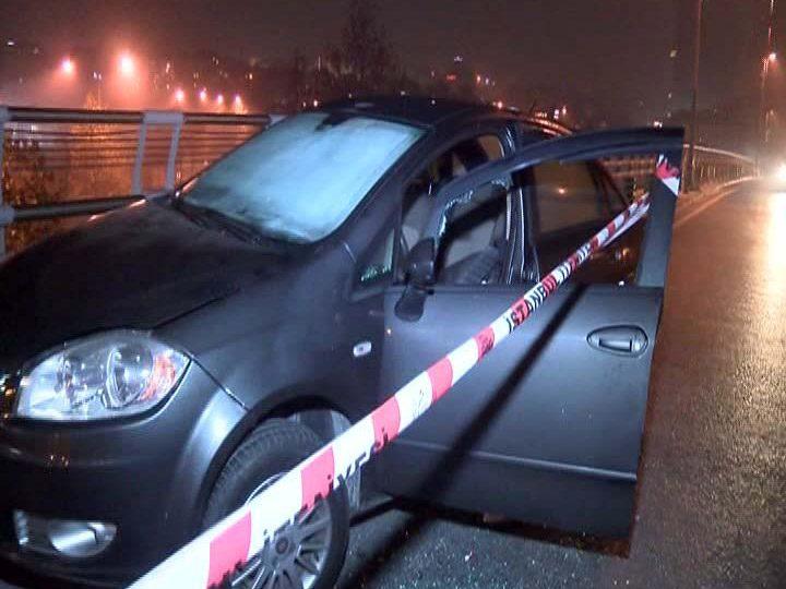 FOTO:DHA - İstasyona birkaç yüz metre uzaklıkta bir araç sürücüsü otomobilinde ağır yaralı olarak bulundu.