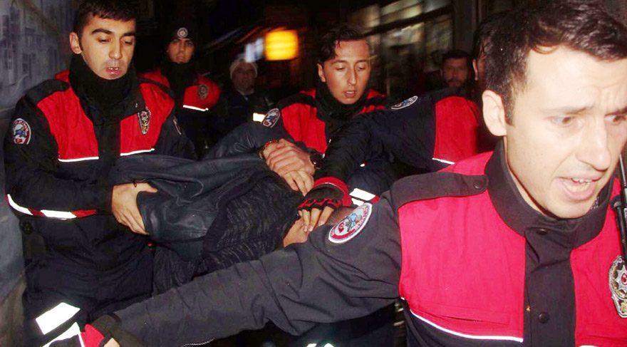Polise kafa attı gözaltına alındı!