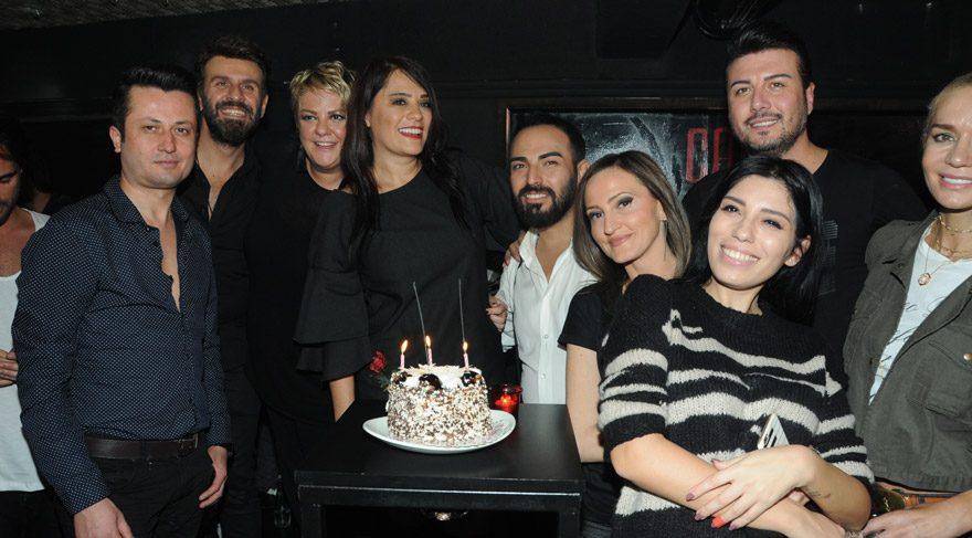 Şarkıcı Reyhan Karaca, 46. yaş gününü kutladı