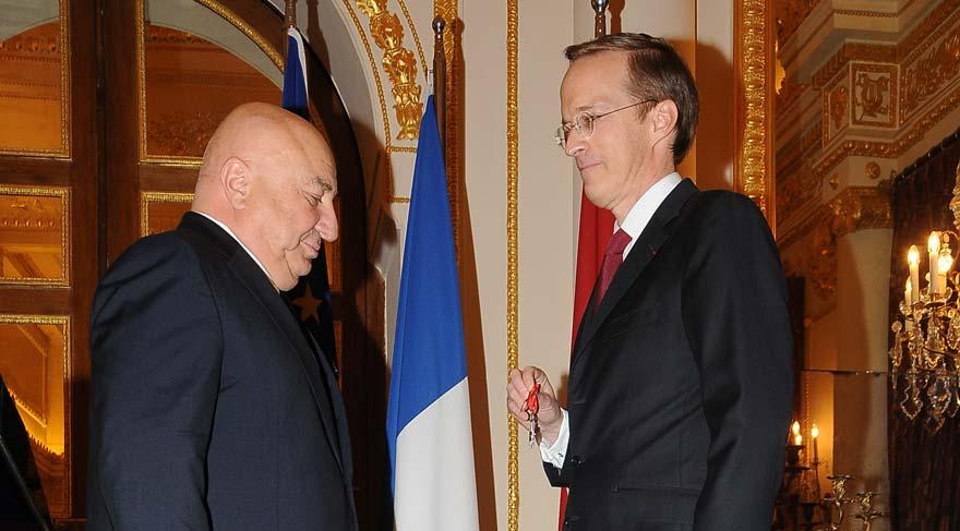 Fransa'dan Sani Şener'e devlet nişanı