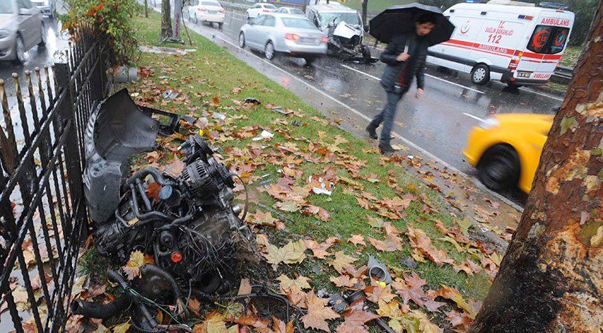Şişli'deki kazada sürücü yaralandı aracın motoru yerinden fırladı