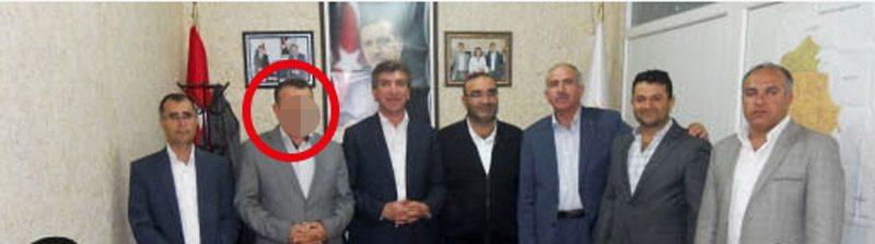 Tahsin E.'nin 18 Ekim 2013 tarihinde AKP Derik ilçe teşkilatında çekilen 'adaylık başvurusu' fotoğrafı…