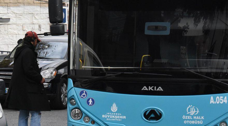 Tolga Karaçelik halk otobüsüne binerken görüntülendi