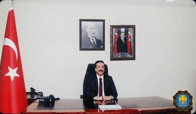 'Kayyum başkan' makam odasına Atatürk'ün portresini ve Cumhurbaşkanı Erdoğan'ın fotoğrafını astı.