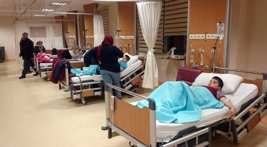 11 öğrenci hastanelik oldu