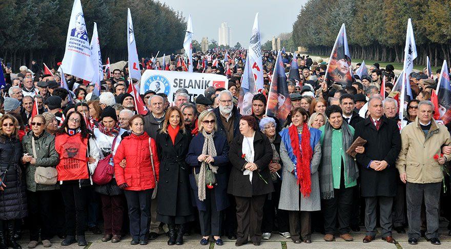 Başkanlık sistemine karşı binler Anıtkabir'e akın etti