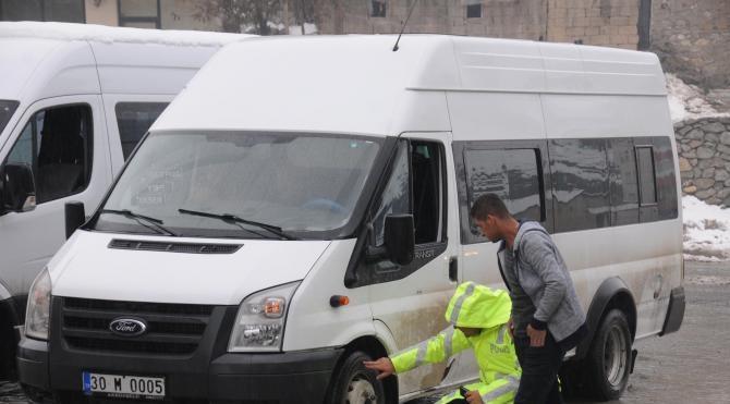 Hakkari'de polisten kış lastiği denetimi