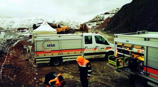 Şirvan'da olumsuz hava koşullarına rağmen aramakurtarma çalışmaları sürüyor