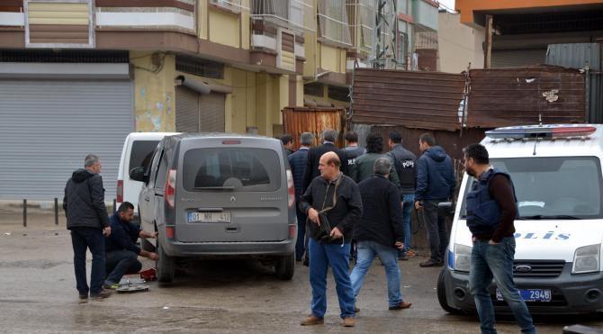 Adana'da sivil polis aracına silahlı saldırı