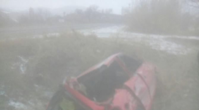 Traktör otomobile çarptı : 3 yaralı