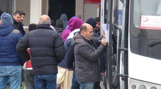 Yunanistan, Pakistanlı 26 göçmeni Türkiye'ye iade etti