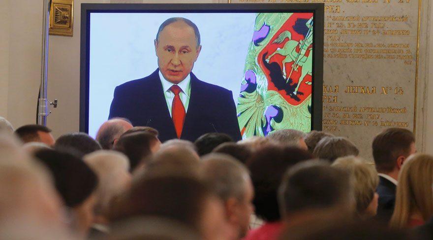 Putin Trump'la iyi geçinmek istediğini söyledi