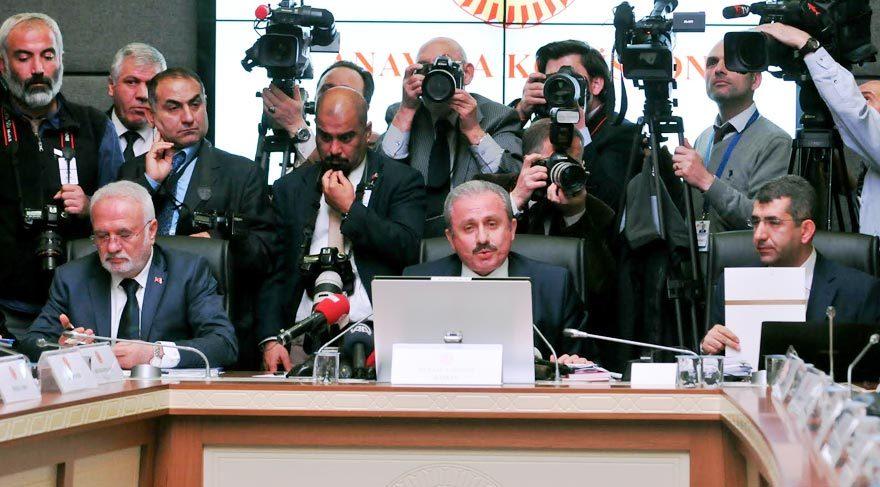 CHP: 'Direneceğiz' AKP: 'Atatürk de başkandı'