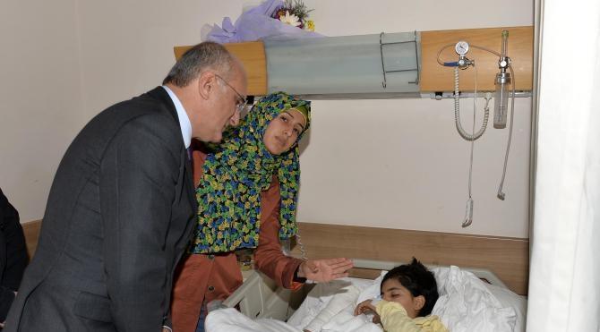 CHP'li Bingöl, yurt yangınından kurtulan çocukları ziyaret etti