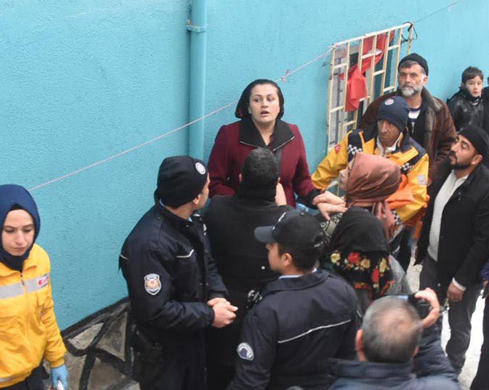 FOTO:DHA - Anne Döndü Yenilmez sinir krizi geçirdi.