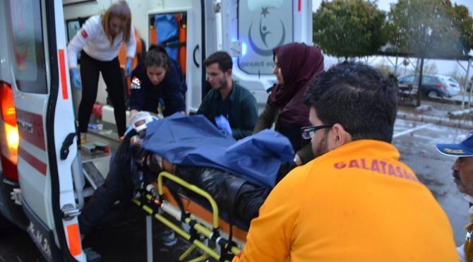 Besni'de iki otomobil çarpıştı: 1 ölü, 2 yaralı