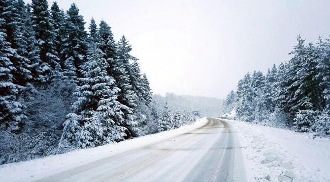 Kastamonu'da kar 88 köy yolunu ulaşıma kapattı