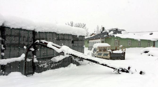Karlıova'da kar esareti