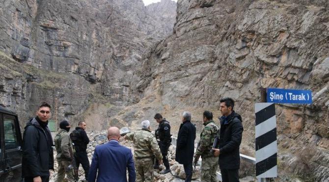 Hakkari Valisi Toprak Şine Köprüsü'ndeki askerleri ziyaret etti