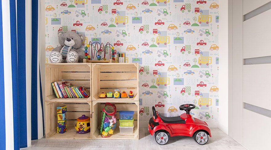 Çocuklarınızı duvar kağıdı ve yer döşemelerinden uzak tutun