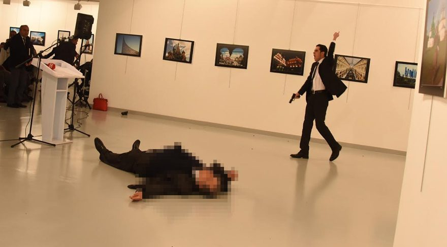 Rus Büyükelçisi Andrey Karlov'a suikast