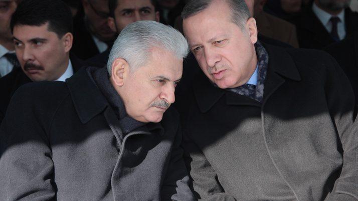 FOTO:İHA - Erdoğan'ın Başbakan Binali Yıldırım'la uzun uzun konuştuğu gözlendi.