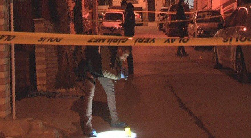 İzmir'de cinayet... Evinin önünde öldürüldü