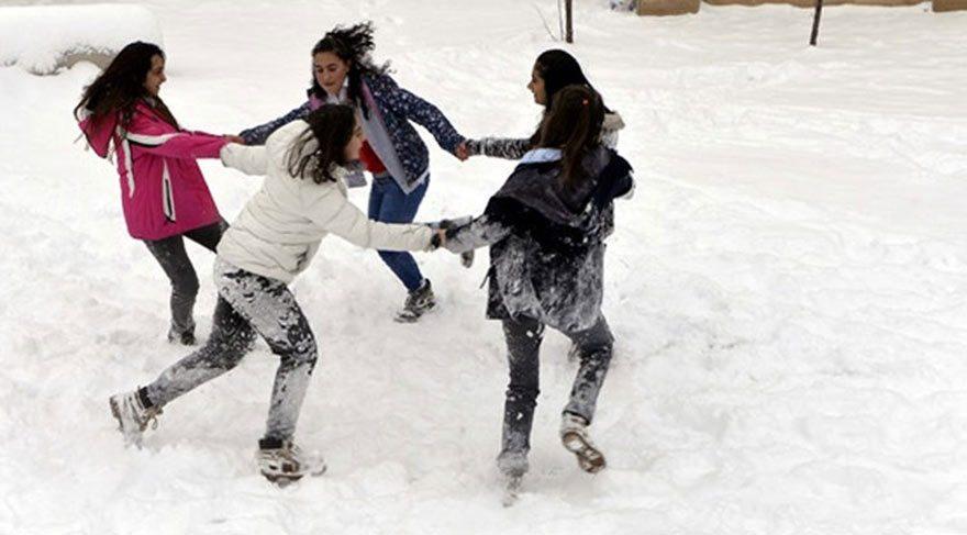 12 Ocak okullar tatil mi İstanbul için yarın kar tatili