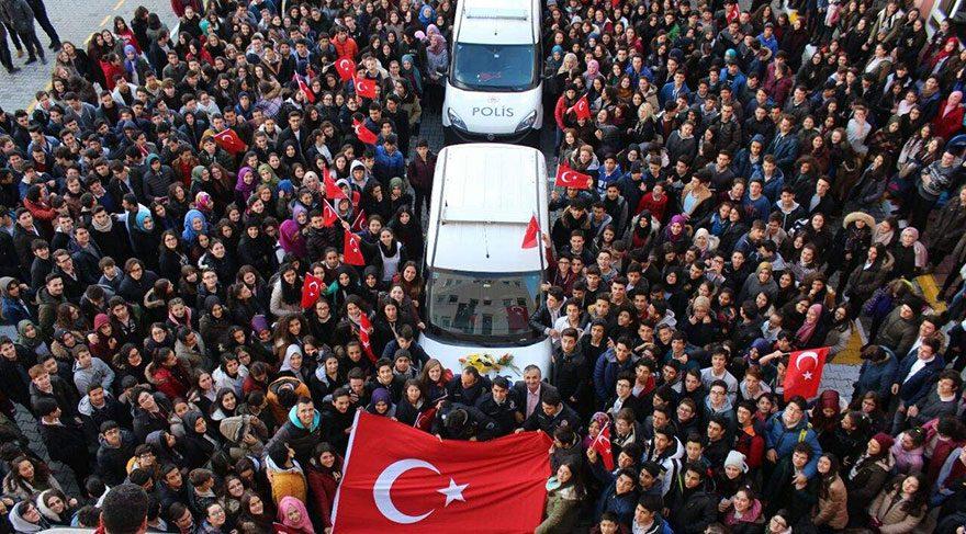 Öğrencilerin telefonu üzerine polis ekipleri okula yığıldı